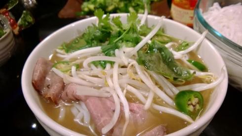 Pho-Vietnamese noodle soup (800x450)